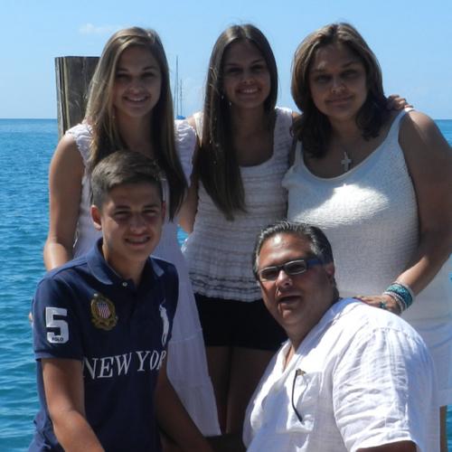 Luis y Dania Lopez linkedin profile