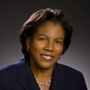 Paula Linhares